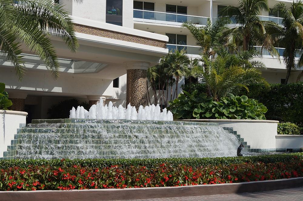 6000-entrance-fountain